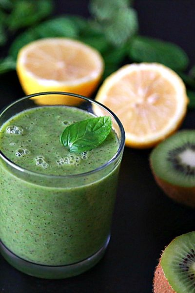 Refreshing Kiwi Green Smoothie