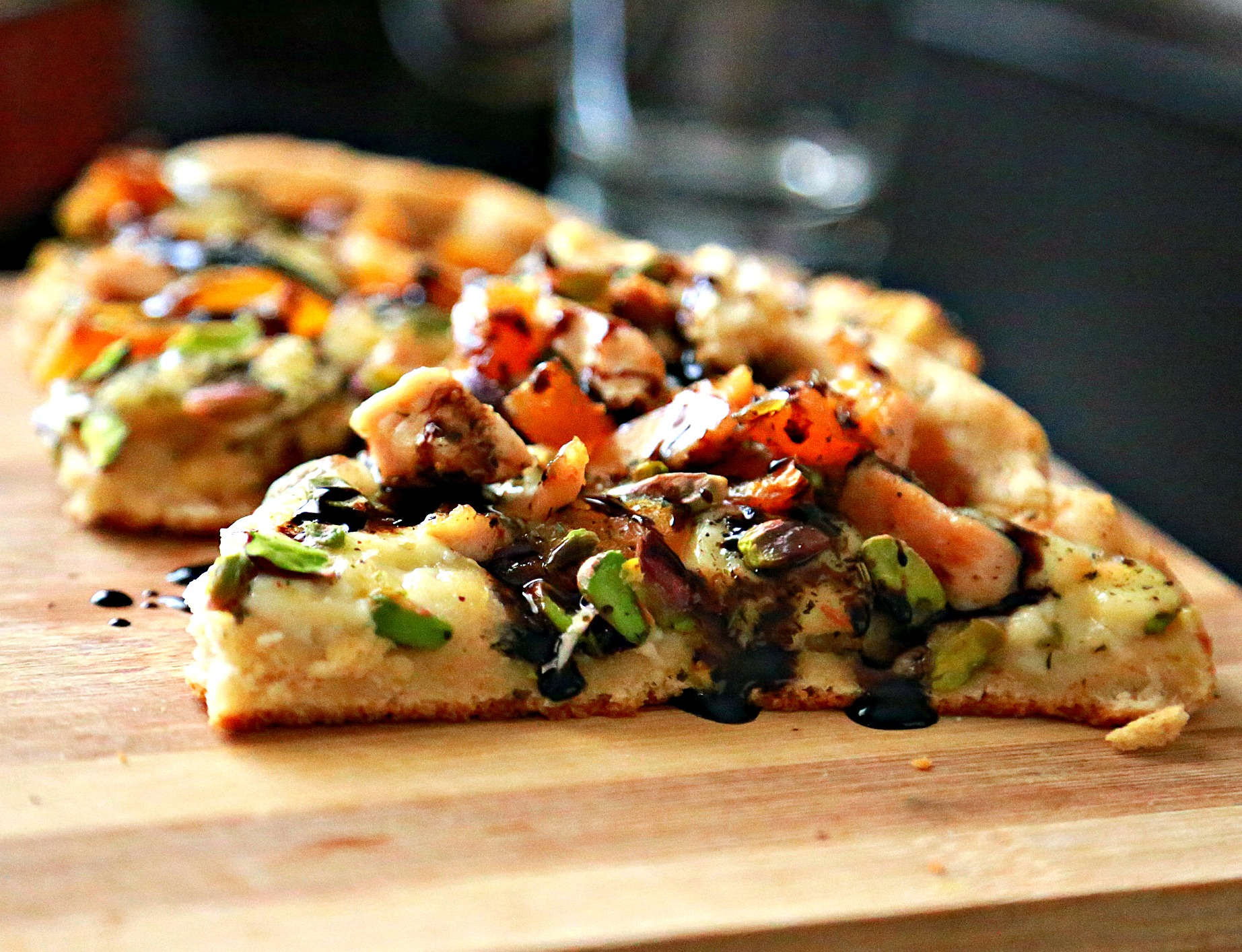 Brie pizza with dried arptiocts and balsamic glaze